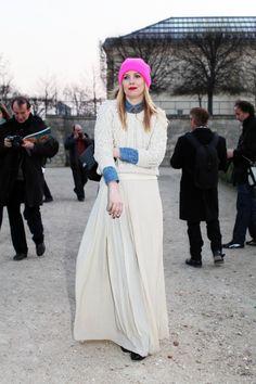 unexpected pop of pink #Apostolicfashion #modestfashion #modestdress #tzniutfashion #classicdress #formaldress #kosherfashion #apostolicclothing