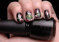 Grinch Christmas Nails