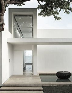 Great Entrance-Minimalist-White-Simple