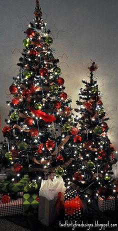Black Christmas trees with leopard print ribbon!....totally want a tree like this for christmas....HINT HINT!!