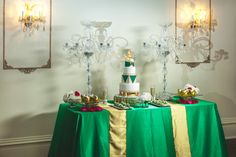 The Great Gatsby Inspired Wedding dessert buffet #thegreatgatsby #thegreatgatsbywedding #weddingdessertbuffet