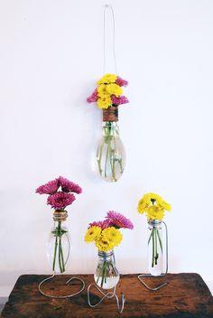 Mini-jarrones con bombillas antiguas
