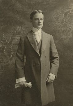 Such a marvelously sophisticated looking Victorian gentleman. #Victorian #19th_century #1800s #photograph #antique #vintage #man #suit