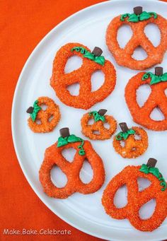 Pretzel pumpkins- dip the pretzels in melted white chocolate, the dip in orange sprinkles! Add green icing for the stems/leaves chocolate covered pretzels, food, halloween pumpkins, white chocolate, cover pumpkin, halloween snacks, halloween treats, dessert, pumpkin pretzel