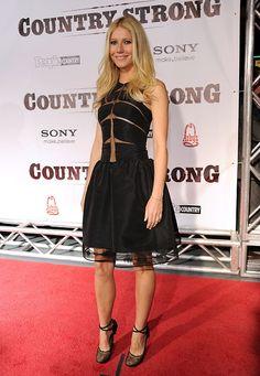 Gwyneth Paltrow in gorgeous Ralph Rucci black dress.