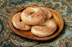 oooh, french cruller doughnut recipe. Looks so much easier than I would have thought.