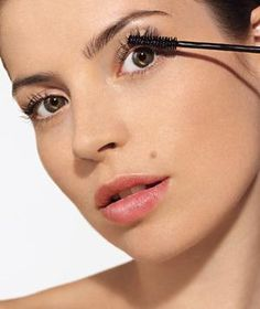Expert tips for putting on mascara.