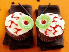 Eyeball Cupcakes /v