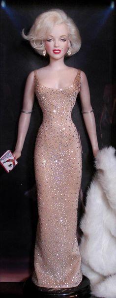 Marilyn Monroe barbie! Perfect!