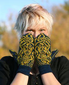Ravelry: Medusa Mittens pattern by Annie Watts