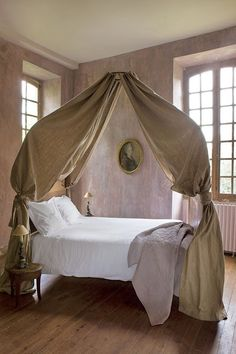 Love the linen bed hangings.