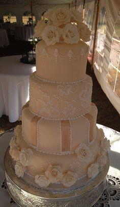 Wedding Cake #weddings #bride #myfauxdiamond