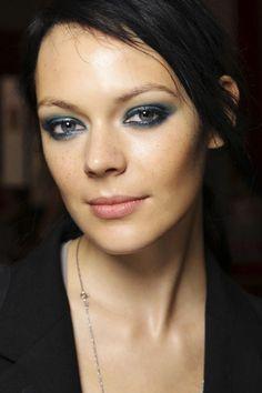 Blue eye make up idea