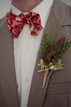 This acorn #boutonniere is so unique! #Fall #rustic {Tiffiney Photography}