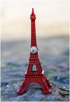 How about a Paris engagement © Pictours Paris