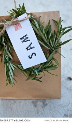 Rosemary Wreath -  lovely decorations for the table or placesettings #friendsgiving #partycrafters #thanksgiving holiday, craft, gift tag, diy gift, diy rosemari, rosemari wreath, homes, blog, christmas wrapping