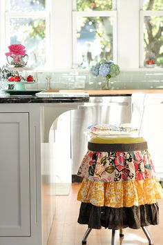 How cute is this kitchen stool skirt made with an apron and Velcro (Kelly Rae Roberts)