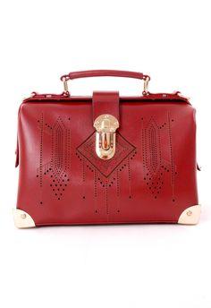 Una cartera roja tipo maletín, bella.