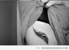 en el, el costado, tattoos pluma, pluma en