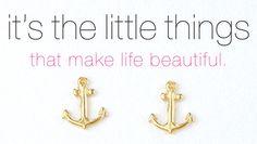 super cute anchor earrings!