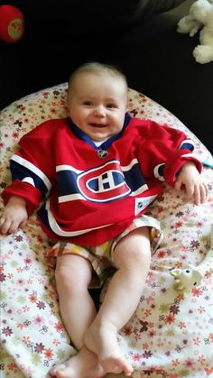 Notre plus jeune partisan en France. / Our youngest fan in France. Soumis par / Submitted by Renaud Moulliere (Facebook) #GoHabsGo
