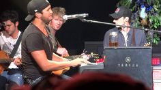 Luke Bryan laughs his way singing Dirt Road Diaries! ! SO CUTE!!!