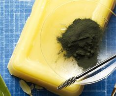 DIY Homemade Eyeshadow  http://www.readymade.com/projects/macgyver_your_makeup_eye_shadow