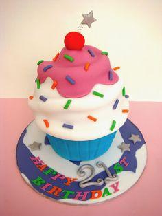 Giant Cupcake Cake and Cupcakes