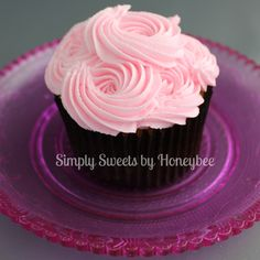 Mother's Day Cupcakes {Video Tutorial} - simplysweetsbyhoneybee.com