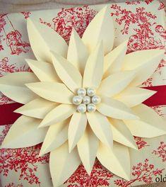 DIY ● Tutorial ● paper poinsettia gift topper #paperflower #giftwrap