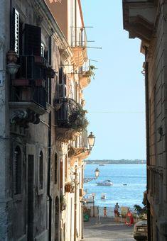 Syracuse, Sicily | b