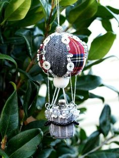 Hot Air Baloon Ornament #DIY #craft #turial #crafts #howto #Christmas. #tree #ormament #ornaments #hotairballoon #Anthropologie #knockoff #button #buttons #bead #beads