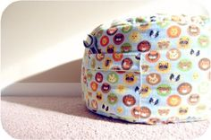 Floor cushion with added zipper and pockets