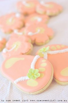 I LOVE these cookies for a hawaiian party!