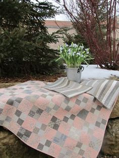"""""""Vintage Spring Table Topper & Placemats"""" (from Country Sampler)"""