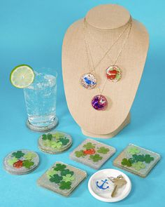 holiday, diy coasters, clovers, jewelry crafts, diy crafts, four leaf clover, decorating ideas, st patrick, resin crafts