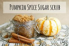 Pumpkin Spice Body Scrub Recipe - How amazing would a warm bath with the smell of pumpkin spice be this fall?
