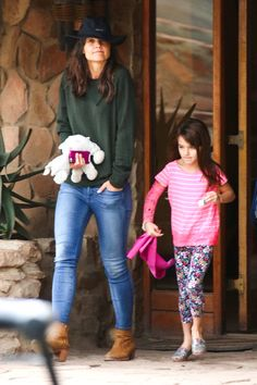 Katie Holmes & Suri In South Africa