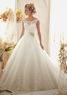 Mori Lee by Madeline Gardner: A Look that Will Fit your Style and Budget | bellethemagazine.com