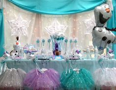 Frozen Princess Party Package- Queen Frostine from My Princess Party to Go. http://www.myprincesspartytogo.com #princessbirthdaypartyideas #princessparty #frozenpartyideas