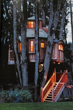 Curious Places: The B'ville Treehouse (Portland/ Oregon) I want this in my backyard
