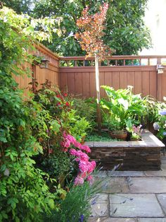 Putting Planters to Work in the Landscape : Outdoors : Home & Garden Television