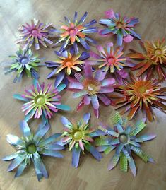 †spray painted flowers from alumium soda or beer cans - if the edges aren't too sharp, I may do this - hate to see so many cans getting thrown away - garden art - Adventures of the Art Junk Gypsy: Garden Art