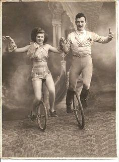 VELOCIPEDE~circus