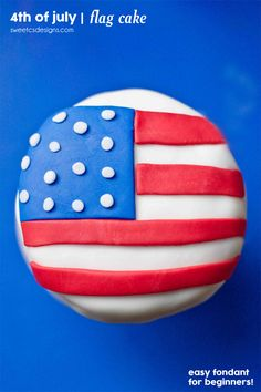 American Flag mini cakes- these are so easy to make and prefect for parties!