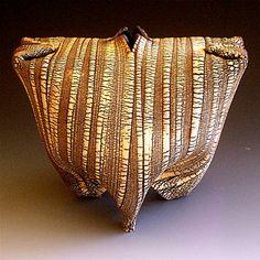 Akira Satake - Vase #pottery #Japanese_pottery #ceramics #Japanese_ceramics  #vase