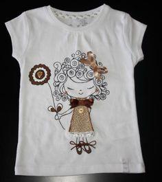 artesanum - camiseta pintada a mano con aplicaciones fieltro telas botones,abalorios pintura textil,puntillas lazos cordones pintura textil con pincel,cosida  a mano