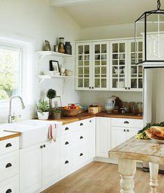 what a cute kitchen