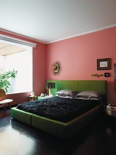 Pink bedroom in the home of Brazilian architect Guilhermo Torres in São Paulo