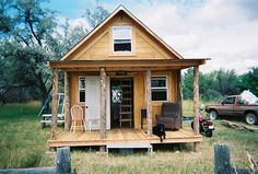 400-Square-Foot Solar Cabin Built With Two-Thousand Dolalrs